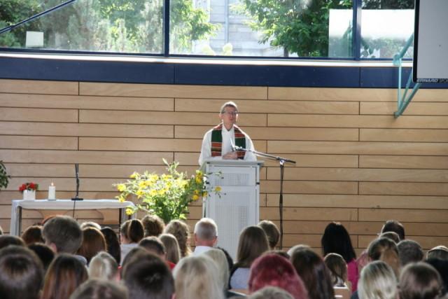 Gottesdienst zum Schulbeginn mit Pater Meinolf von Spee